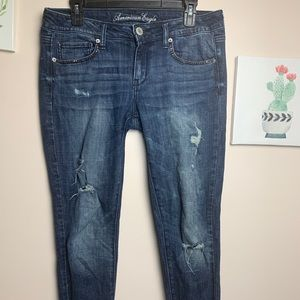 American Eagle Distressed Jeans w/rhinestones